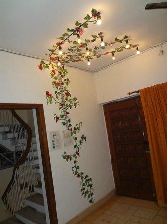 Stops Hostel Varanasi: dinning and relax area
