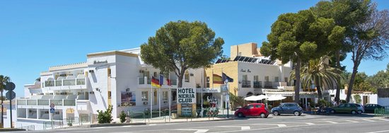 Nerja Club: Viw of Hotel from the road