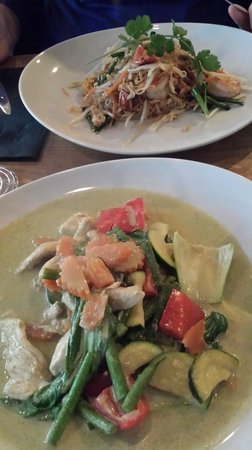 TUK TUK : Thai Street Food : Green curry with chicken & Pad thai with shrimps