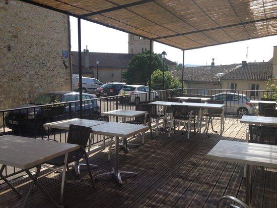 Terrasse ombragée - Picture of L\'auberge D\'allex, Allex - TripAdvisor