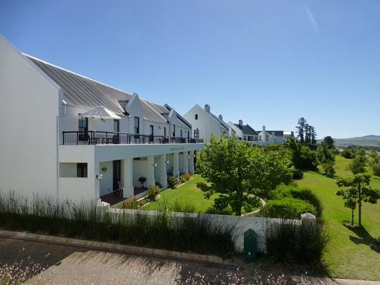 Winelands Golf Lodges : view from the clubhouse to apartments 4-9