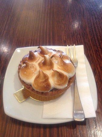 Macaron: Lemon meringue tart
