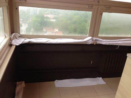 Hotel Srbija: Dining room after rain