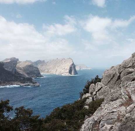 Formentor, a Royal Hideaway Hotel : hiking from the hotel to the coastal view