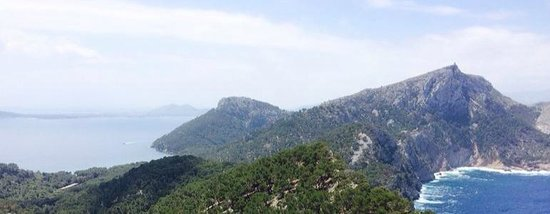 Formentor, a Royal Hideaway Hotel : hiking from the hotel to the coast and up the hill