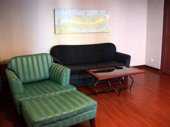 Baiyoke Suite Hotel : гостинная