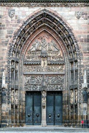 St. Lorenz Kirche: portale