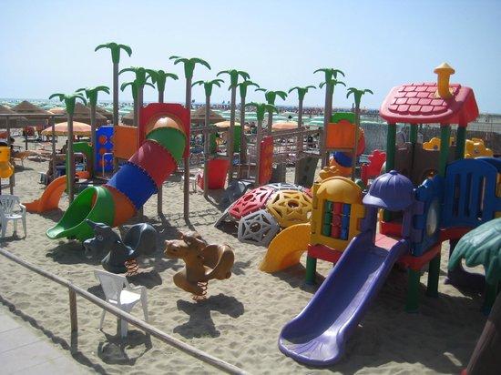 Parco giochi per bambini foto di bagno oro lido degli estensi