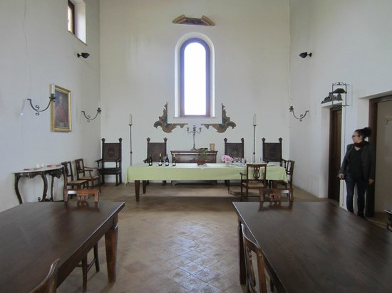 Decugnano Dei Barbi Cooking Class: Dining table by the altar