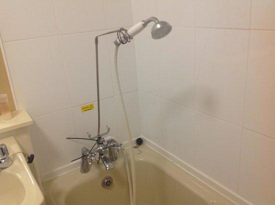Ben Wyvis Hotel: Room 301 shower - definately different