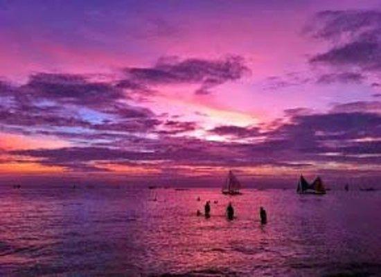 Friday's Boracay : The Beach at Night