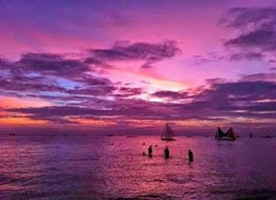 Fridays Boracay Resort: The Beach at Night