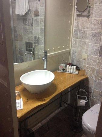 SuB Karakoy: bath