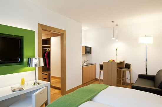 NH Frankfurt Messe: Superior room