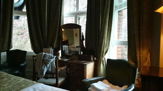 Marmadukes Town House Hotel: Four poster bed room