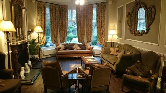 Marmadukes Town House Hotel: Lounge room