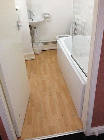 Mitre Hotel: Bathroom was clean