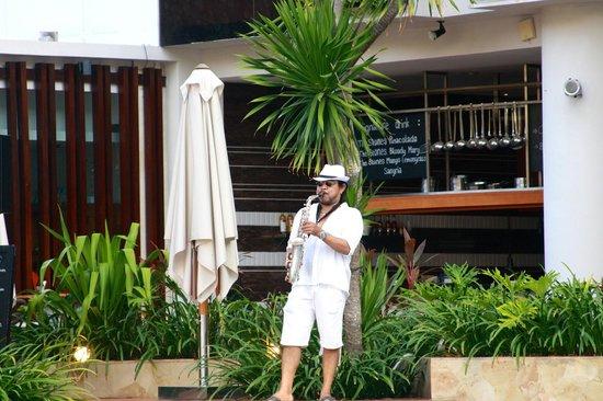 The Stones Hotel - Legian Bali, Autograph Collection: Daily entertainment