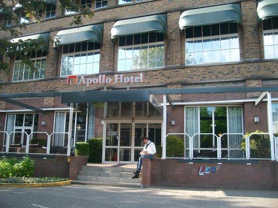 Apollo Hotel Breda City Centre : Main entrance to hotel