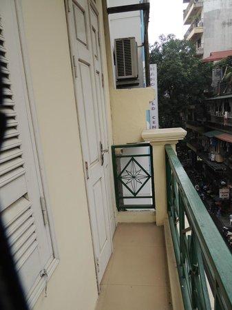 Heart Hotel : Kleiner Balkon zur Strasse hin