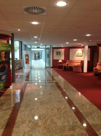 Catez Hotel: lobby