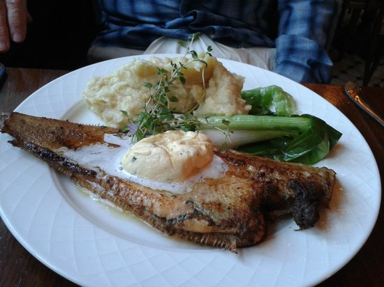 Cafe Skansen : Sole with potato and celery puree
