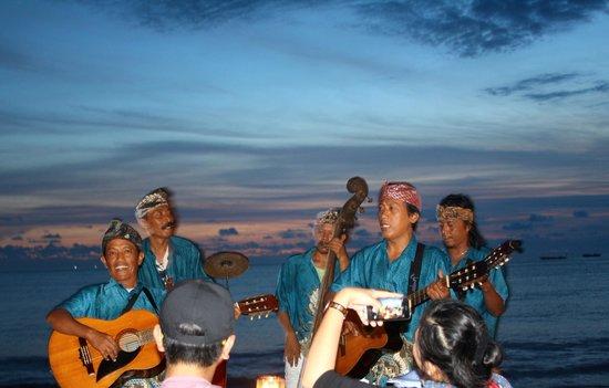 Jimbaran Bay: Entertainment