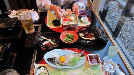 Okunikko Konishi Hotel : 岩魚の活き作り