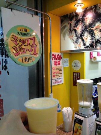 Hanshin Umeda Station Juice Stand: 一杯140円!