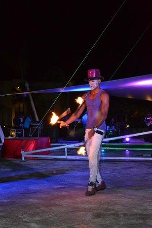 Royalton Punta Cana Resort & Casino: Evening Entertainment