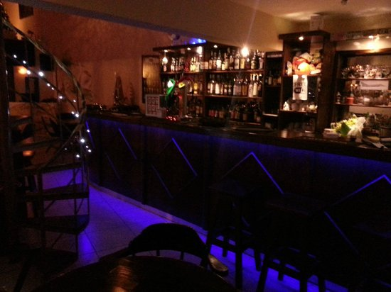 The Swan Akrotiri: Bar at the night!