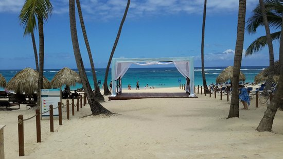 Weddings on the beach anyone picture of royalton punta for Punta cana wedding resorts
