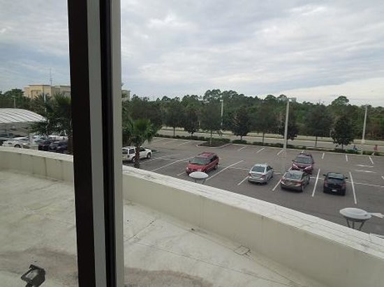 Holiday Inn Titusville Kennedy Space Center: View from our room to parking lot