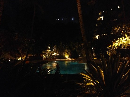 The Oberoi, Bangalore: Pool is stunning at night
