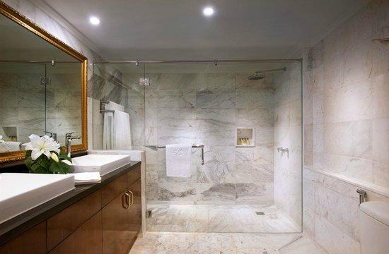 The Sultan Hotel & Residence Jakarta: Bathroom Residence