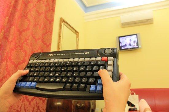 Welcome Piram Hotel: пульт от телевизора