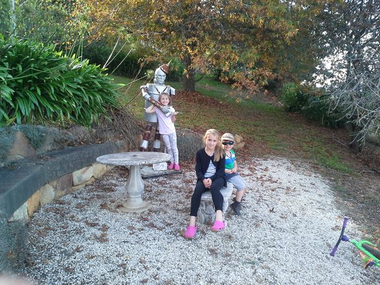 Armstrong, Australien: The tin man garden