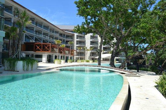 Deluxe suite pool access ground floor ocean view for Best hotels in seminyak
