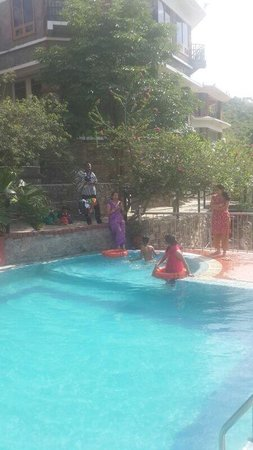 Tiger Valley Resort: Family in pool