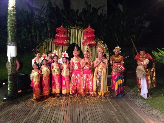 Komaneka at Bisma : Hotels own Balinese dance show