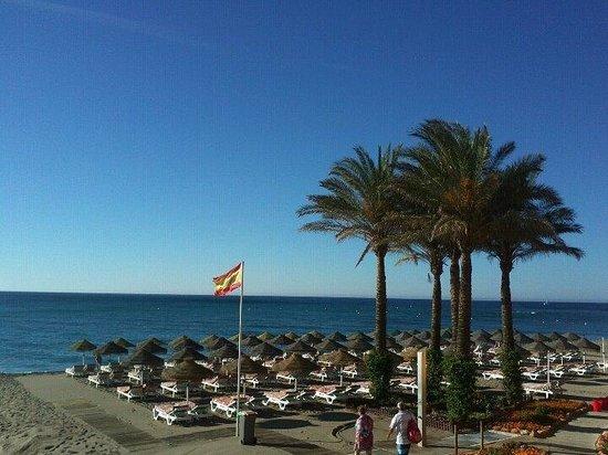 Hotel Apartamentos Vistamar : The beach in front of our hotel