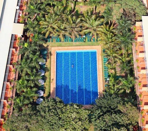 Kabira Country Club: Swimming Pool Aerial view