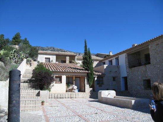 Aldea Roqueta: Vista de algunas de las habitaciones. Son como casitas