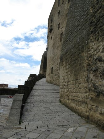 Castel dell'Ovo : The stepped walk up to the castle