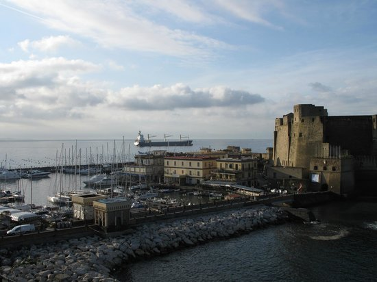 Castel dell'Ovo : Castle and harbour