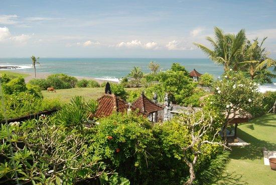 Pantai Lima Villas : ocean, farmland and temple
