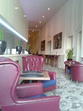 Hotel Nemzeti Budapest - MGallery by Sofitel: Lovely understated decor lobby/bar area