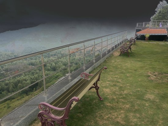 Grand Palace Hotel & Spa Yercaud: great place to sit and take in the views