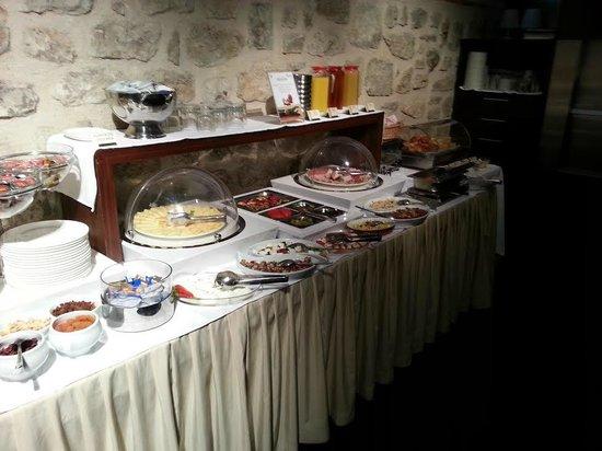 Hotel Vestibul Palace: Breakfast