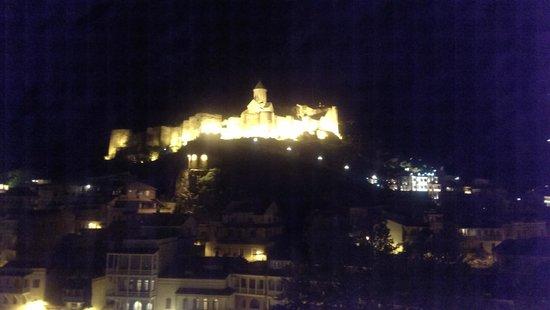 Tiflis Palace Hotel: Вид с ресторана, крепость Нарыкала.